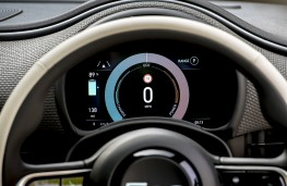 Fiat 500L Cross, 2017, instrument panel