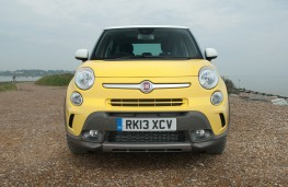 Fiat 500L Trekking, head on