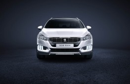 Peugeot 508 RXH, head on