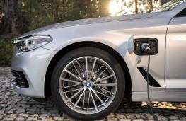 BMW 530e, 2017, charging