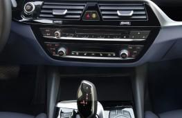 BMW 530e, 2017, centre console
