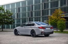 BMW 545e, 2020, rear