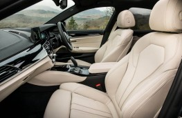 BMW 5 Series, 2017, front seats