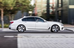 BMW 7-Series, side
