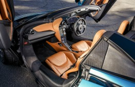 McLaren 720S Spider, interior