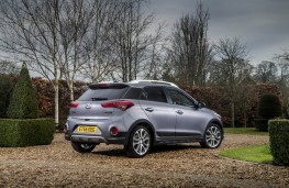 Hyundai i20 Active, rear quarter