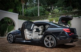BMW 7 Series, 2016, doors open