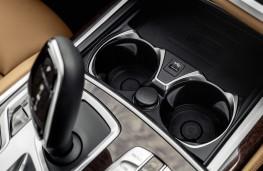 BMW 7 Series, 2019, phone charging pad