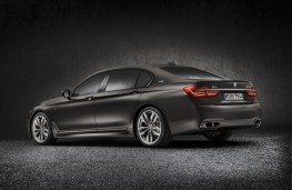 BMW M760Li xDrive V12, rear