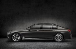 BMW M760Li xDrive V12, side