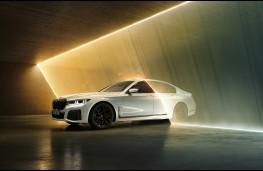 BMW 745e, 2019, side