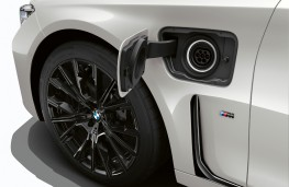 BMW 745e, 2019, charging socket