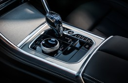 BMW 8 Series Coupe, 2018, gear lever