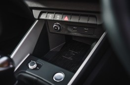 Audi A1 S line, 2019, phone charger