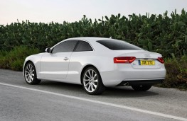 Audi A5 Coupe, side