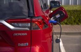 Suzuki Across, 2021, charging