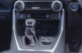 Suzuki Across, 2021, centre console