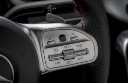 Mercedes-Benz A-Class, 2018, steering wheel controls