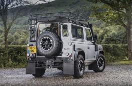 Land Rover Defender 90 Adventure, rear