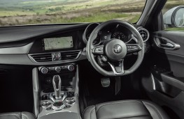 Alfa Romeo Giulia Sprint, 2021, interior