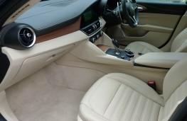 Alfa Romeo Giulia, front seats