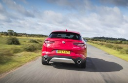 Alfa Romeo Stelvio, full rear action