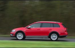 Volkswagen Golf Alltrack, side
