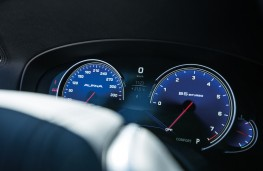 ALPINA BMW B5 Bi-Turbo, 2018, instrument panel