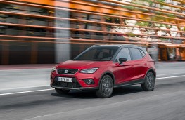 SEAT Arona, 2017, front, action