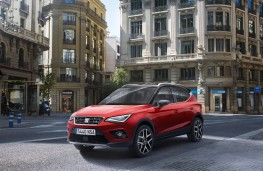 SEAT Arona, 2017, red, front