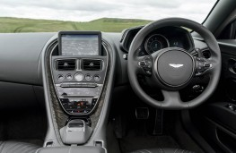 Aston Martin DB11 Volante, dashboard