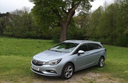 Vauxhall Astra Sports Tourer, front