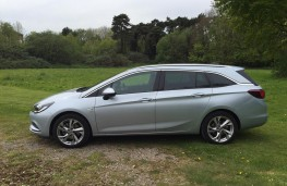 Vauxhall Astra Sports Tourer, side