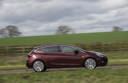 Vauxhall Astra Ultimate, 2018, side