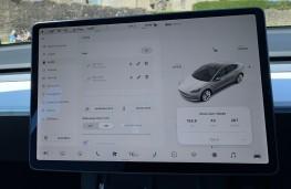 Tesla Model 3, 2021, screen