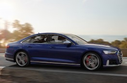 Audi S8 2019 side action