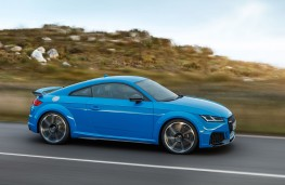 Audi TT RS Coupe side action