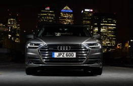 Audi A8 L, full front night