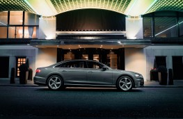 Audi A8 L, side night static