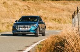 Audi e-tron 55 quattro, front action 4
