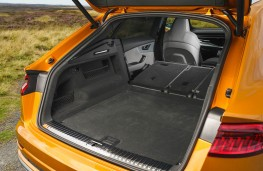 Audi Q8, boot 2