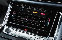 Audi Q8, dash detail