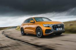 Audi Q8, front action 2