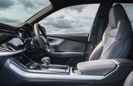 Audi Q8, front seats