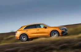 Audi Q8, side action