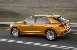 Audi Q8 2018 side action