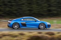 Audi R8, blue side action