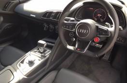 Audi R8, interior