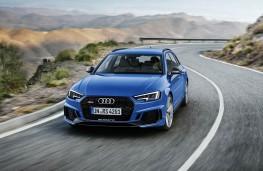 Audi RS4 Avant front action