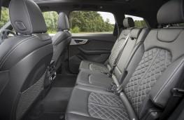 Audi SQ7, rear seat